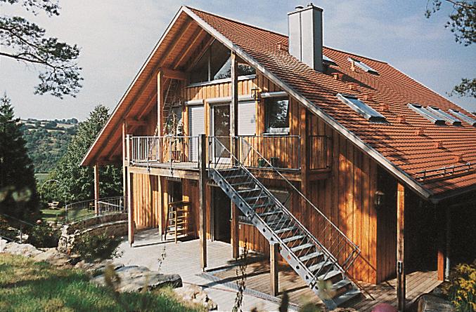 Schwimmbad wird 1994 durch Holzhaus ersetzt